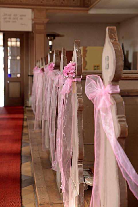 Kirche Blumendeko Rosa Kostenloses Foto Auf Pixabay
