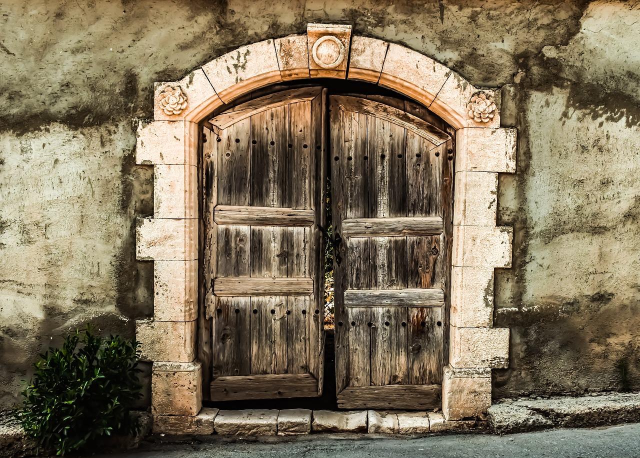 одним самых картинки на двери и ворота этом