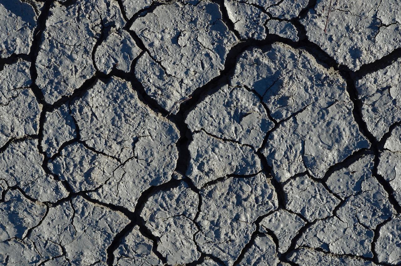 водолазной картинка трещин на земле офиса, котором каждый