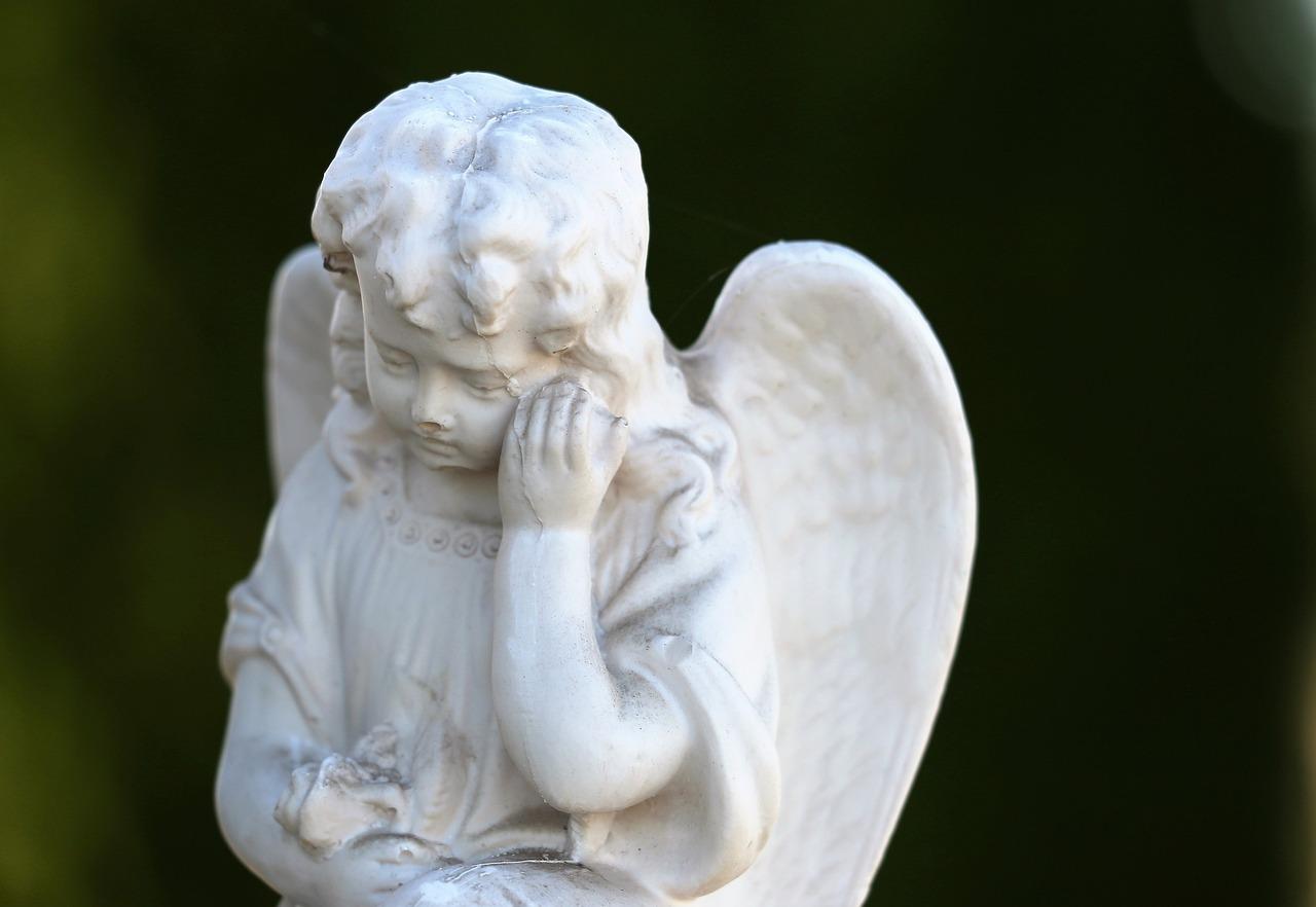 грустный ангел фото деньги зачастую