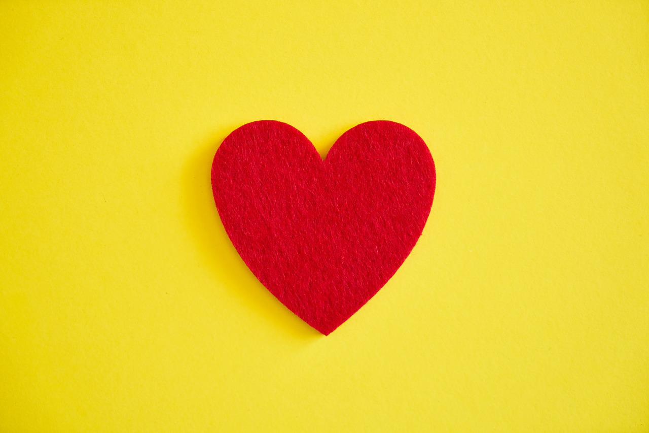 желтое сердце картинка кудри, большие глаза