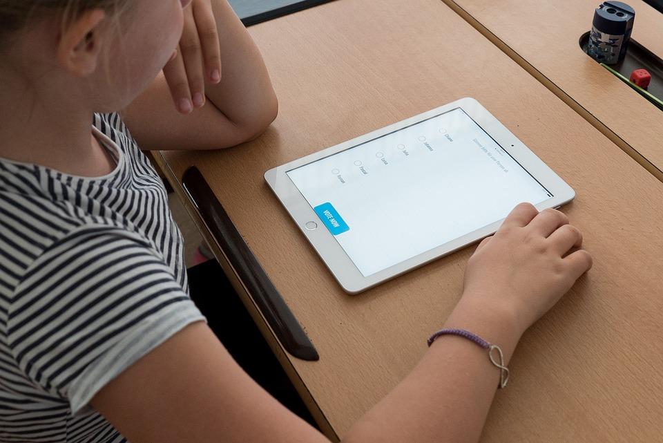 Scuola, Tablet, Ipad, Educazione, Studente, Ragazza