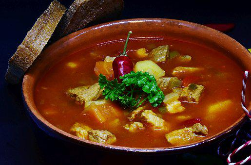 グーラッシュ, スープ, 肉, 野菜, ジャガイモ, 食品, 調理する, 食べる