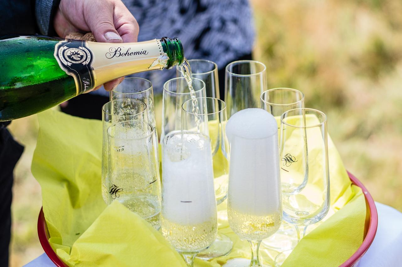 прикольные картинки шампанского день