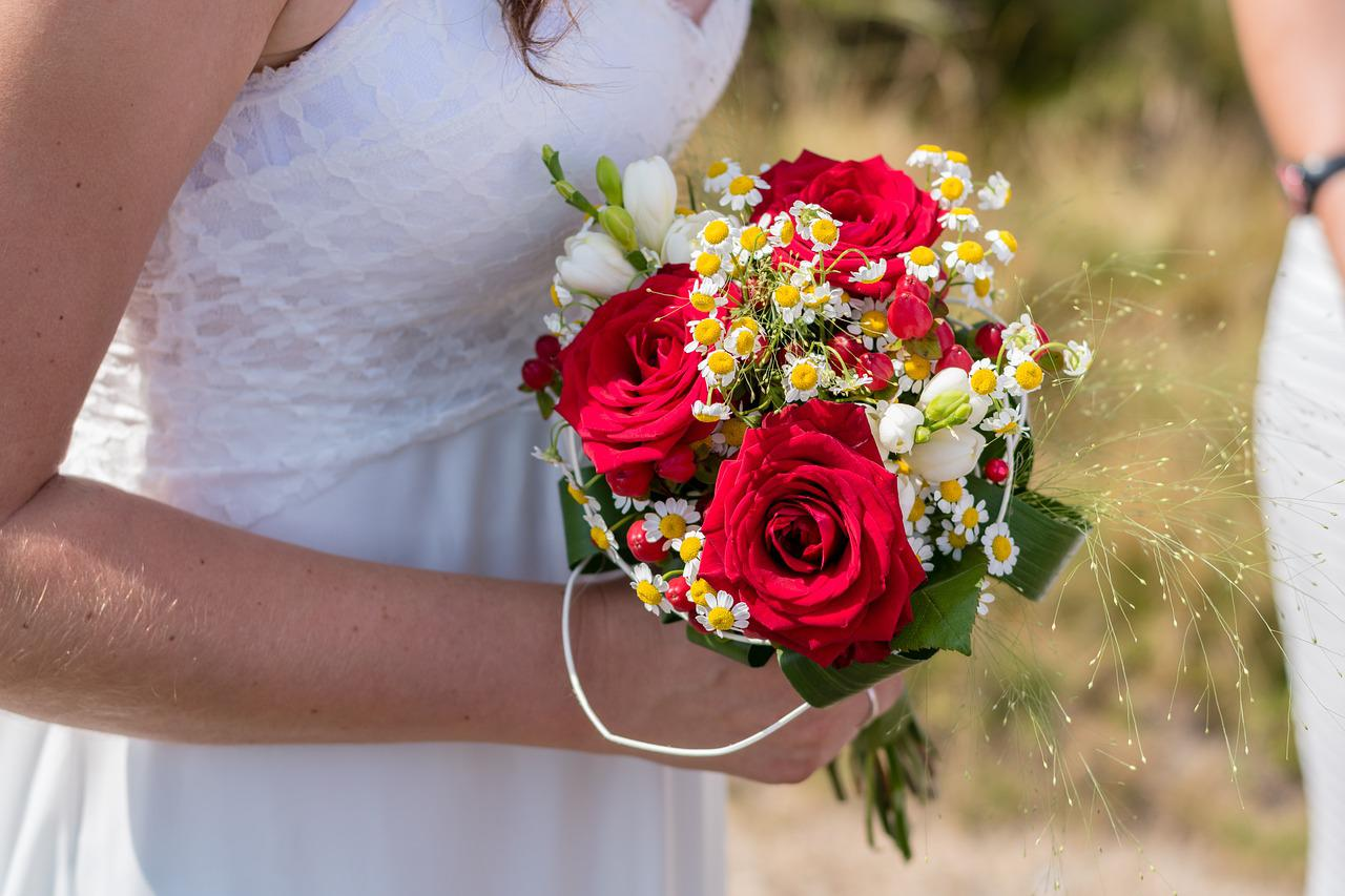 Магазин цветов, свадебный букет для зрелой невесты картинки