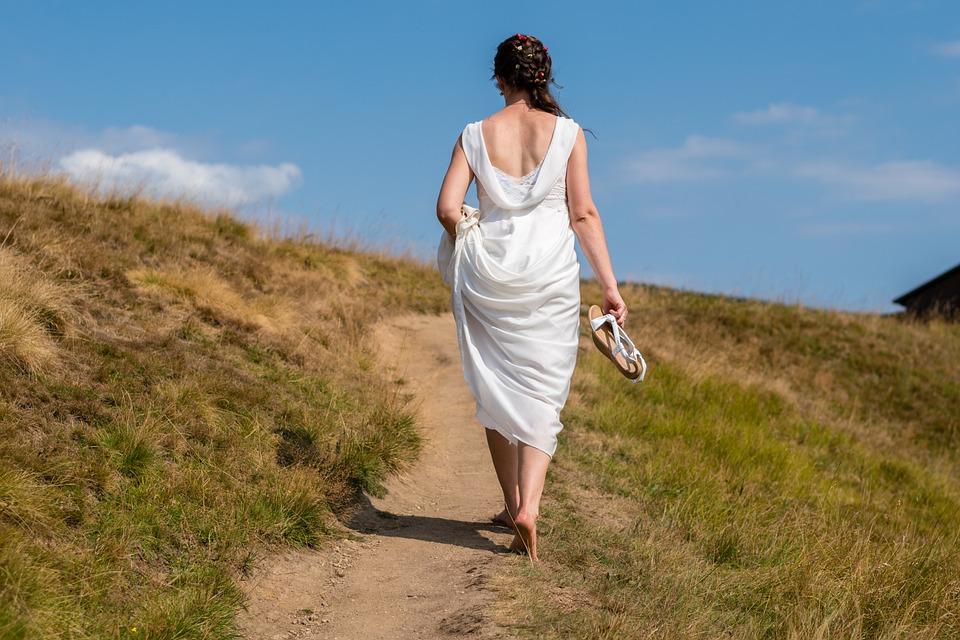 Bruid, Manier Overal, Bruiloft, Op Blote Voeten