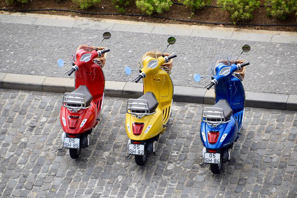 モペット, スクーター, ベスパ, Piaggio, オートバイ, バイク, 赤, 黄色, 青, 3