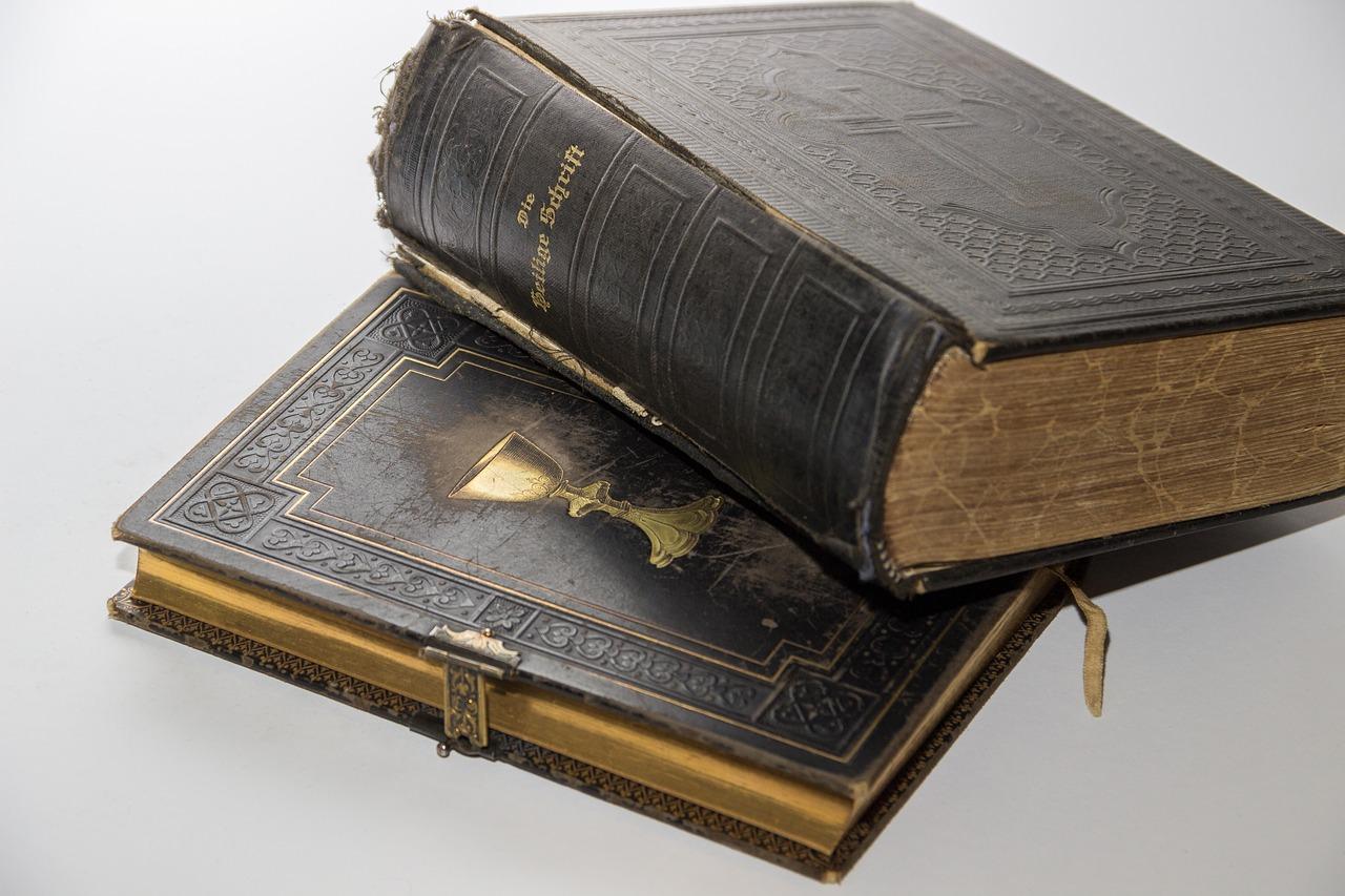 картинка древней библии будучи