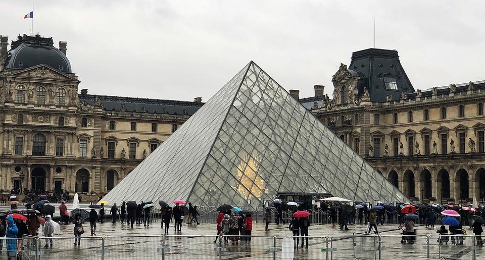 France, Paris, Louvre Pyramid, Pyramide Du Louvre