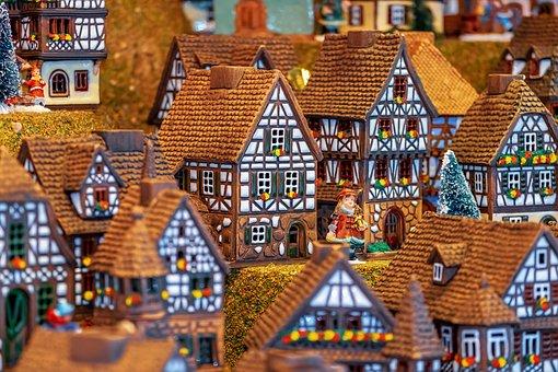 Christmas Motif, Building
