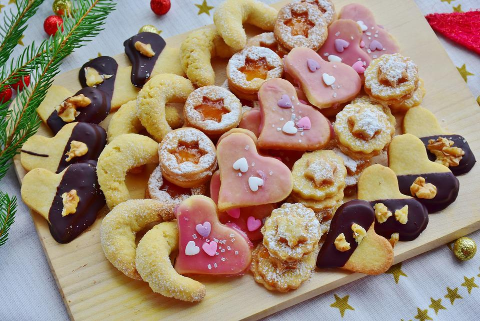 Kekse Backen Weihnachten.Platzchen Weihnachtsgeback Kekse Kostenloses Foto Auf Pixabay