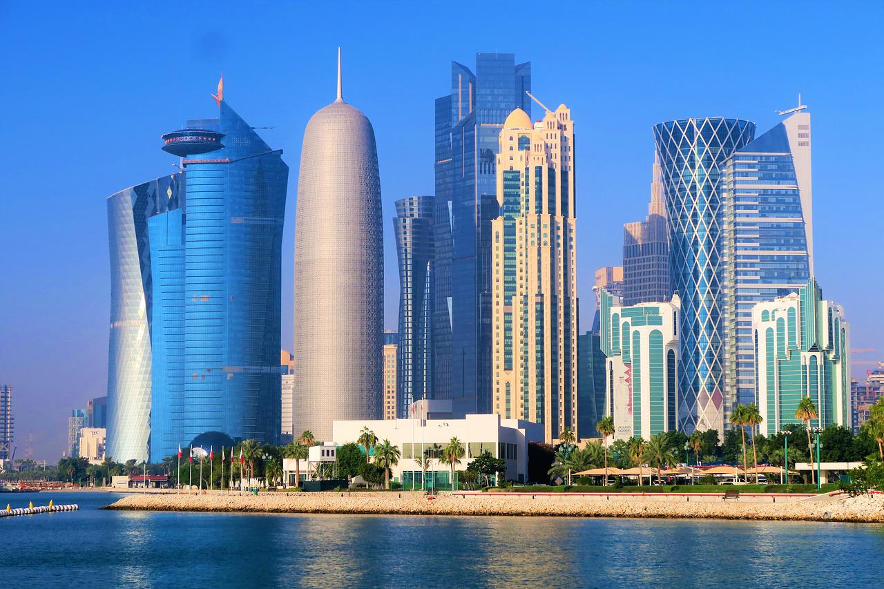 卡塔尔人均收入多少_卡塔尔地图