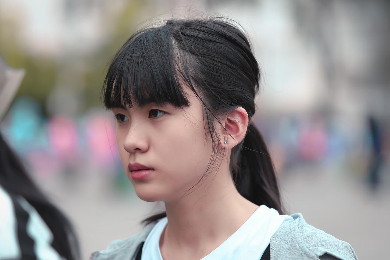 молодые японцы встре свою голову