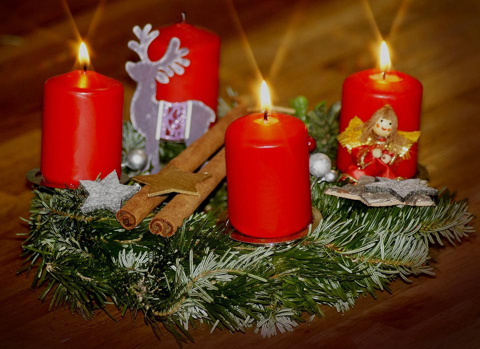 https://cdn.pixabay.com/photo/2018/12/12/18/41/third-advent-3871418_960_720.jpg