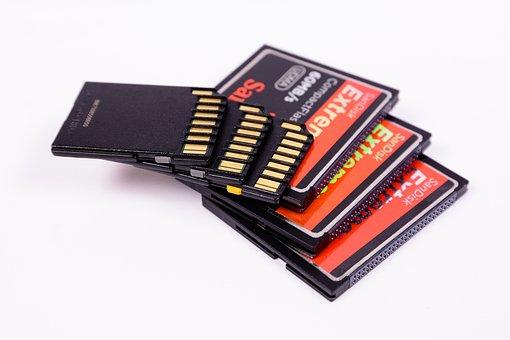 メモリ、メモリカード、電子機器、バックアップ