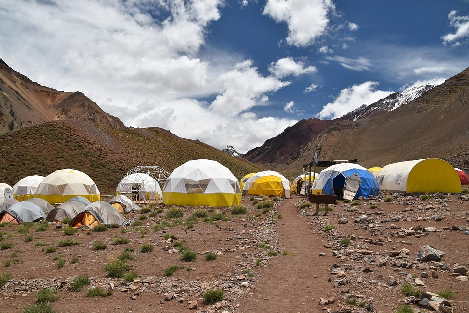 Aconcagua, Confluencia, El Campamento Base, La Escalada
