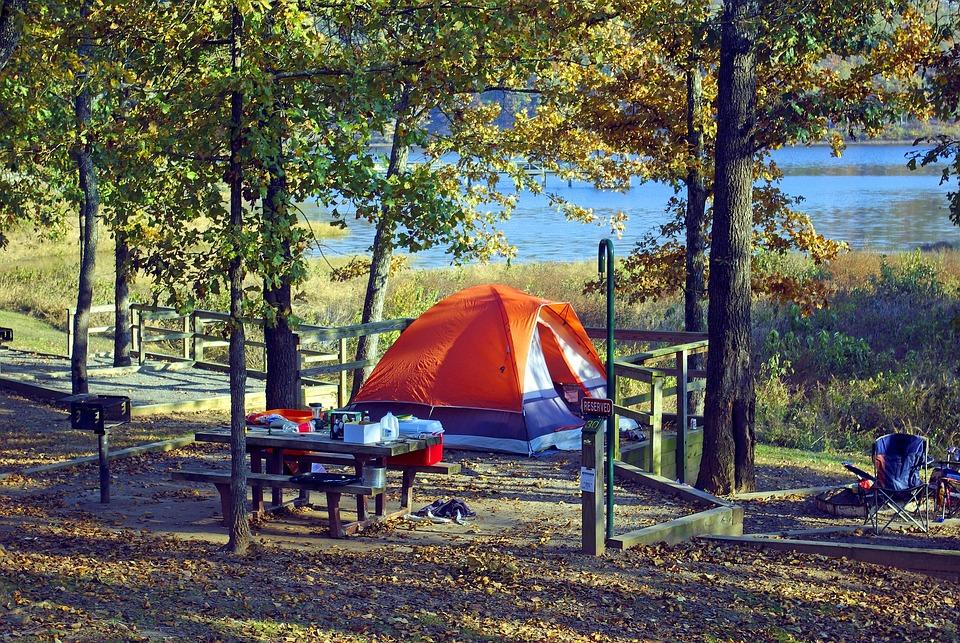 テントでの位置に中空, テント, キャンプ, 湖, 位置に中空, 州立公園, アーカンソー州, アドベンチャー