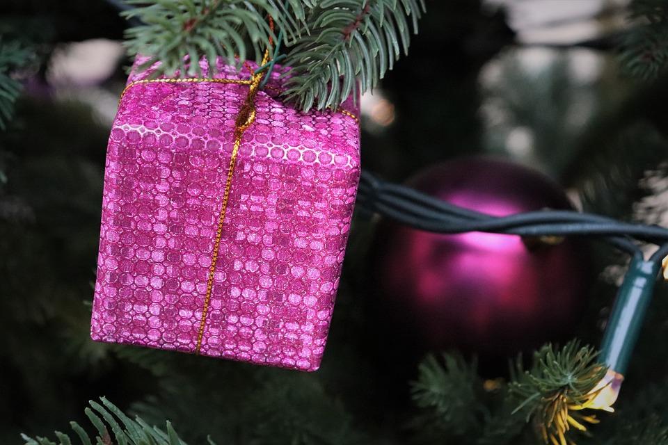 Weihnachtsbaum Mit Beleuchtung.Weihnachtsbaum Geschenk Kostenloses Foto Auf Pixabay