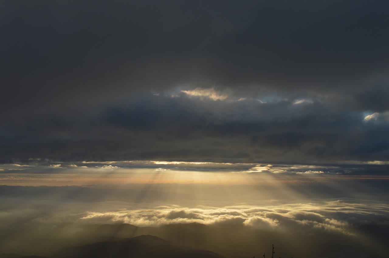 大太阳的天空为什么是蓝色的?