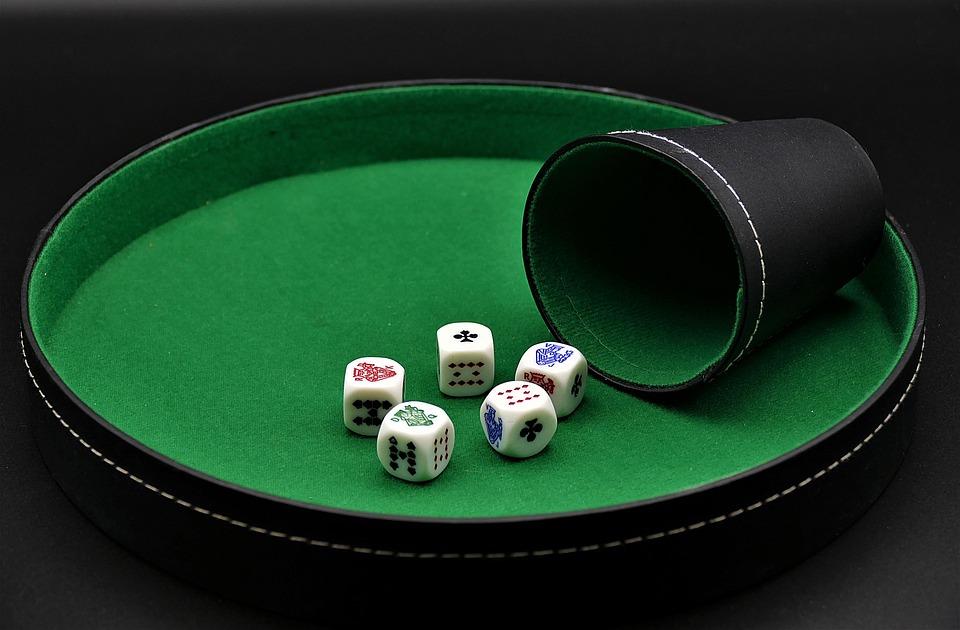 Покер, Кубчета Покер, Хазарта, Забавление, Риск, Играе