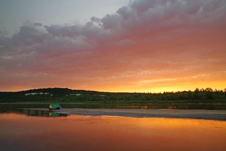 Poland, Wisla, Malopolska, Vistula, tramonto, campeggio selvaggio, wild camping