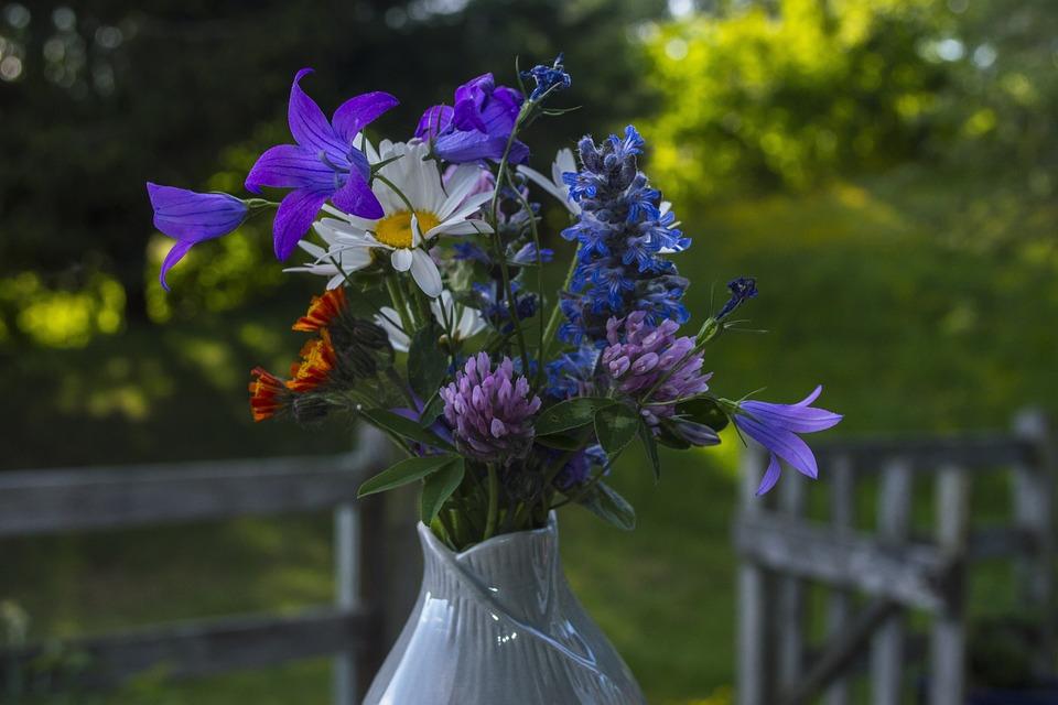 Bildresultat för romantisk med blommor