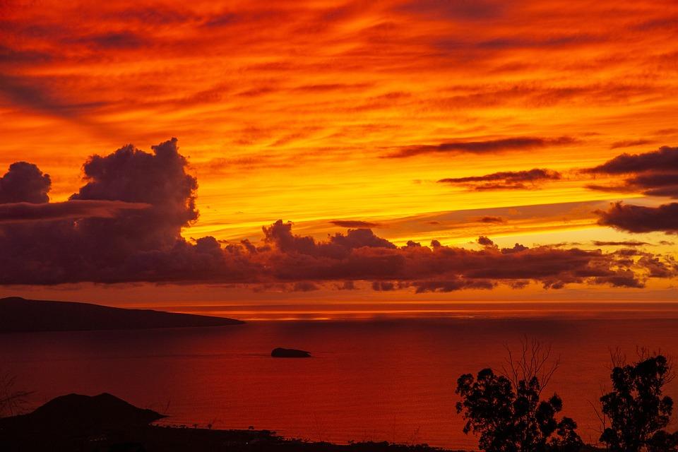 https://cdn.pixabay.com/photo/2019/01/01/19/08/sunset-3907281_960_720.jpg