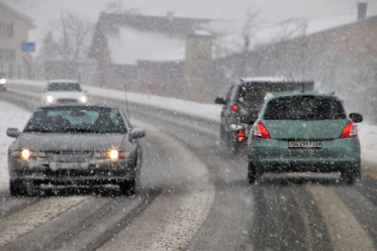 Resultado de imagen para carretera tormenta de nieve