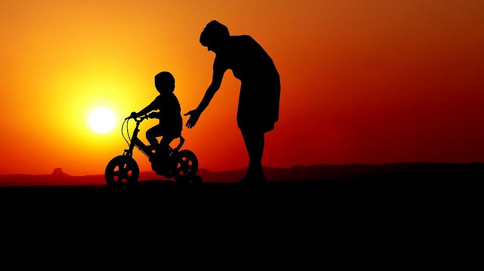 サンセット, 子, 母, 学習, 自転車, 家族, 相対, 夏, 幼児期, 楽しい, 小さな