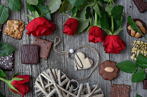 Red Rose, Red Rose Bouquet, Valentine'S,124 Free images of Chocolate Day Related Images: Chocolate Love Heart  Valentine's Day  Candy  Hot Chocolate  Romantic  Romance  Valentine  Sweet