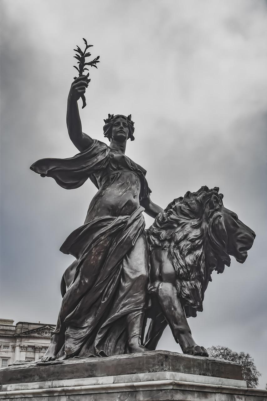 статуя виктории картинка цветовой акцент