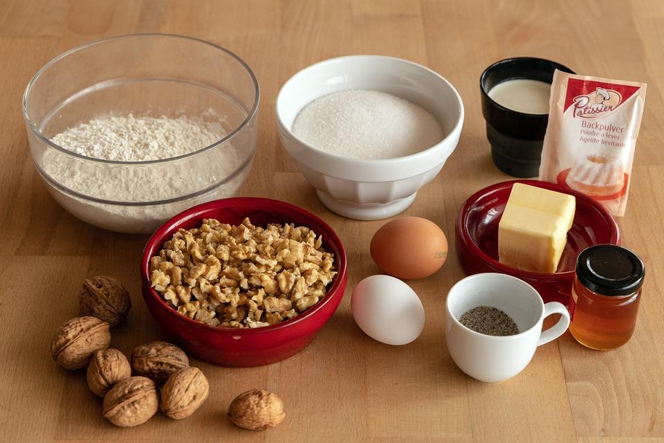 baka med ägg socker mjöl
