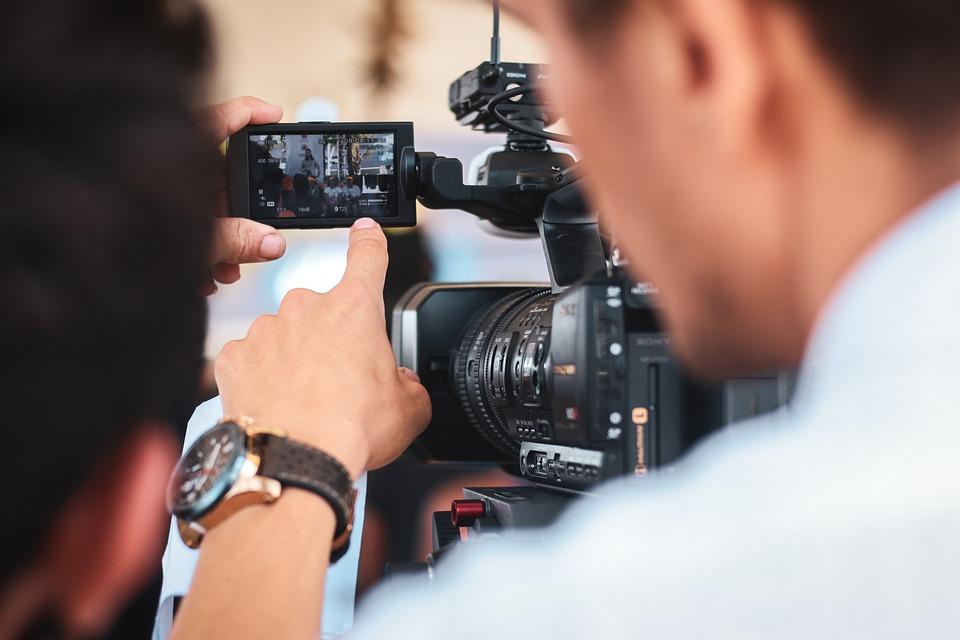 Faire appel à un vidéaste professionnel permet d'apporter professionnalisme et rigueur à votre projet
