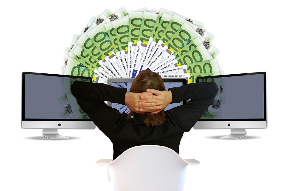 Viele 100 Euro Scheine werden online & digital transferiert