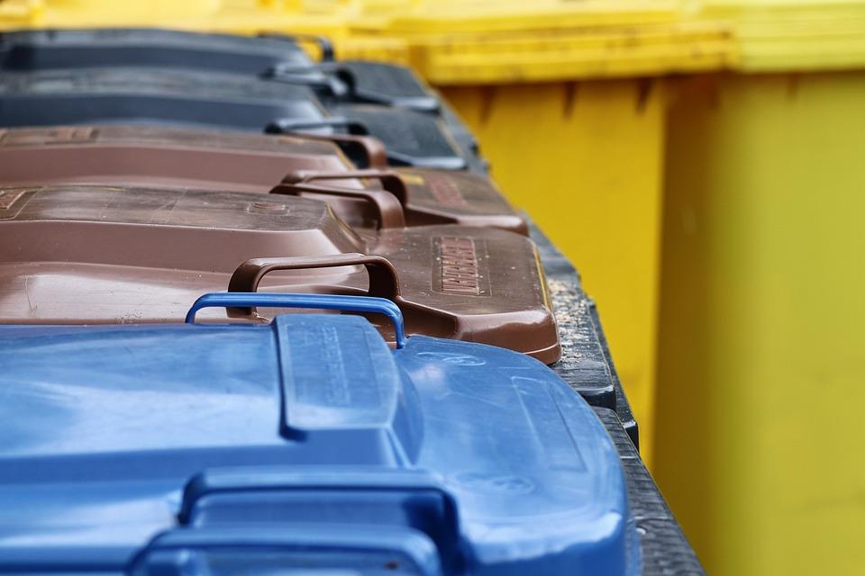 Mülltonnen, ゴミのコンテナ, ごみの出し方, 茶色のトン, 黄色トン, 灰色トン, 青いトン