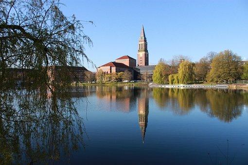 Wiedersehen mit Kiel - keine steife Brise - Rathaus und Oper