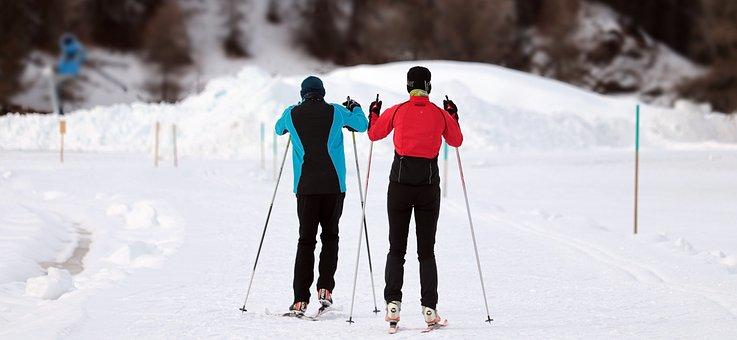 Man and woman skiing