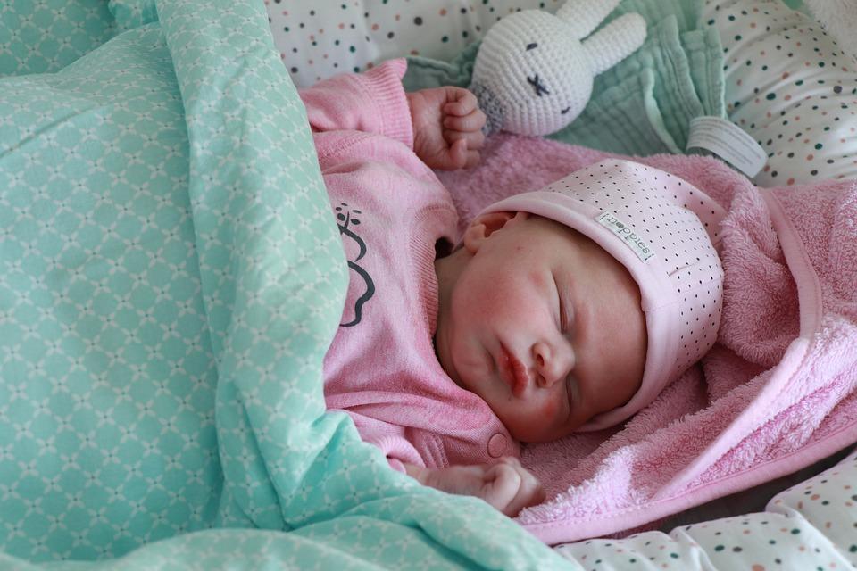 Pasgeboren baby meisje gratis foto op pixabay