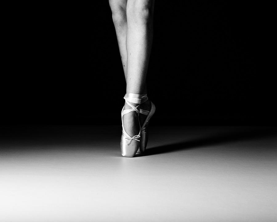 Ballet Dancer En Pointe Free Photo On Pixabay