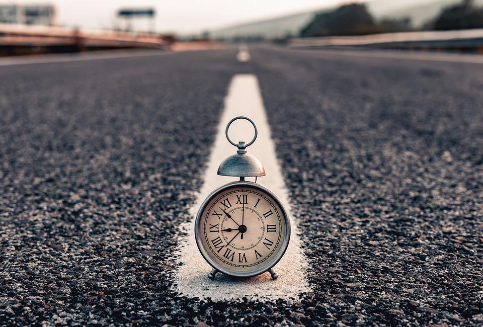 クロック, 通り, 朝, 時間, 時計, 道路, アスファルト, テクスチャ, 照明, アラーム, 道路標識