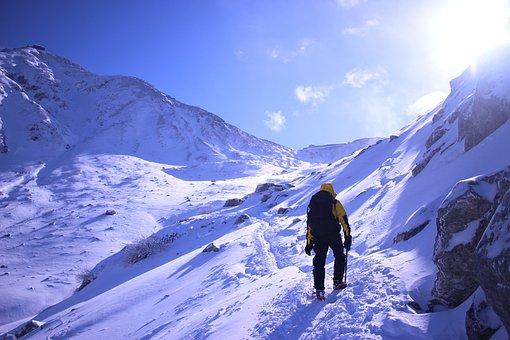 雪山で活躍するおすすめのチェーンスパイク5選|アイゼンとの違いは?のサムネイル画像