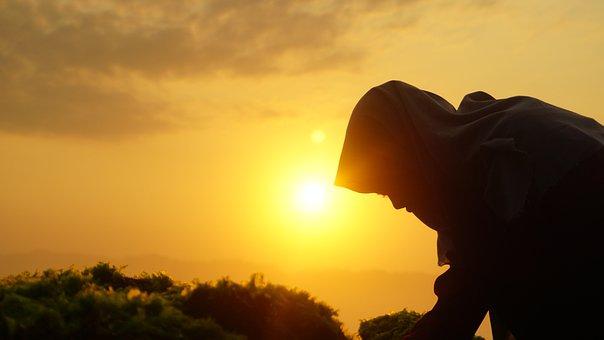 Matahari Terbit, Wanita Muslim, Wanita