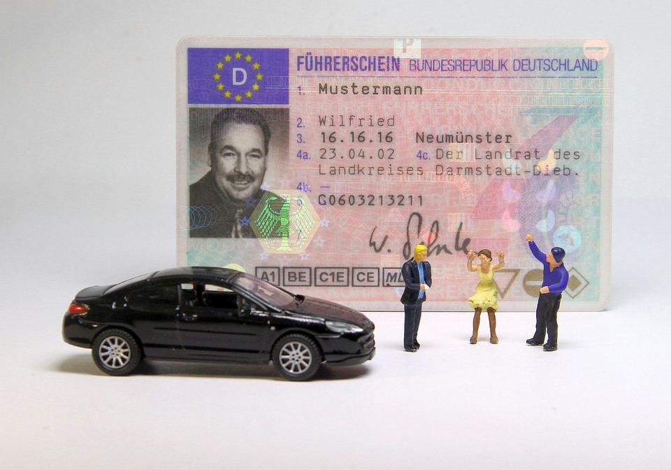 Auto Führerschein Miniaturfiguren Kostenloses Foto Auf Pixabay
