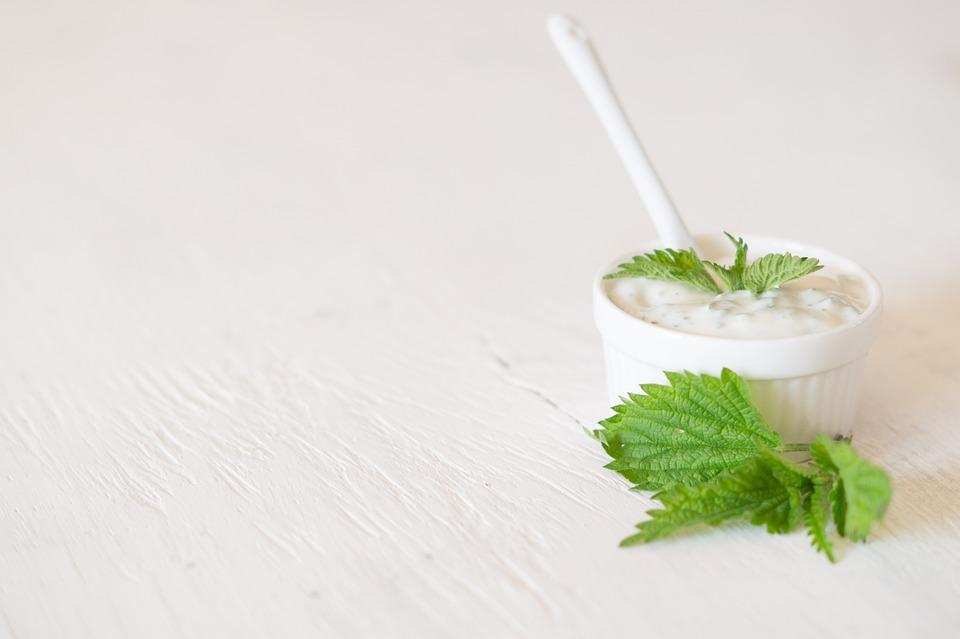 Cách ủ tóc bằng sữa chua và mật ong
