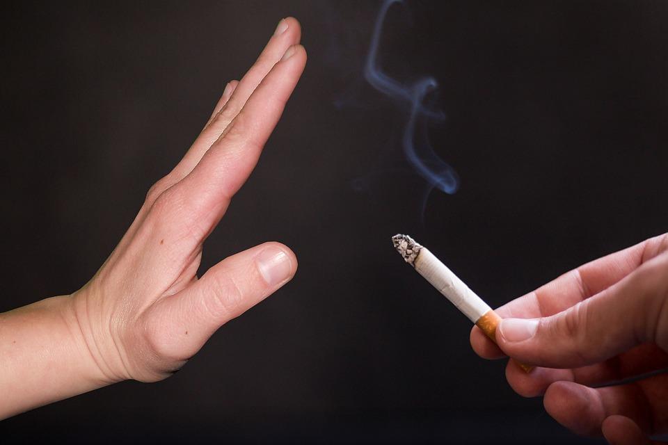 יד עוצרת סיגריה