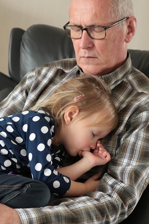 Farfar, Sömn, Barnbarn, Flicka, Tummen, Trött
