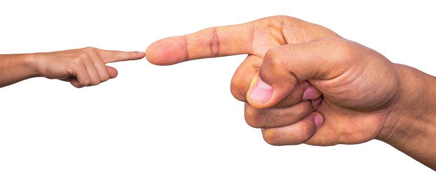 Palec, Dużych, Małych, Sugerują