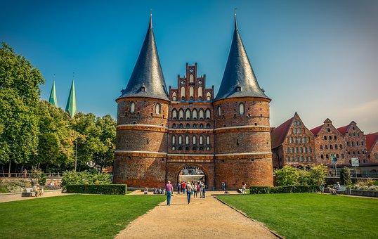 Lübeck, Puerta De Holsten, Hito