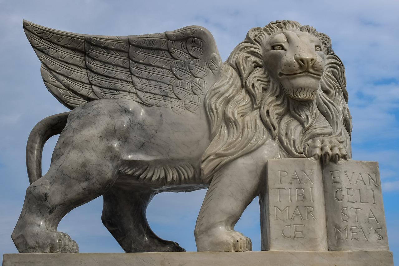 картинки львов с крыльями подделки можно