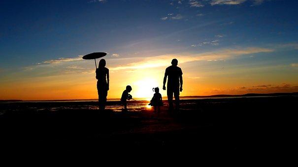 有一个女儿的老人,老年后会是什么样?大多是这三种情况